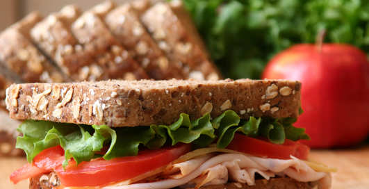 Сэндвич за 30 секунд: блиц-рецепт сытного бутерброда
