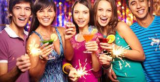 Чем удивить девушку: 5 алкогольных коктейлей на Новый год