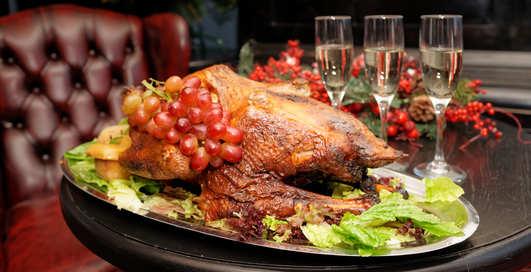 Идея для новогоднего стола: фаршированная утка