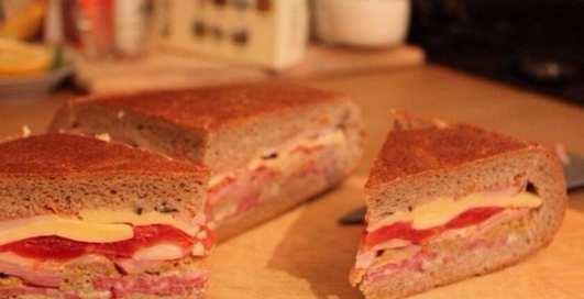 Супер-рецепт бутерброда из буханки украинского хлеба