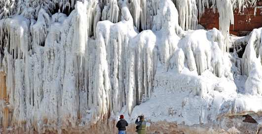 Тысячи сосулек: 7 потрясающих ледяных пещер