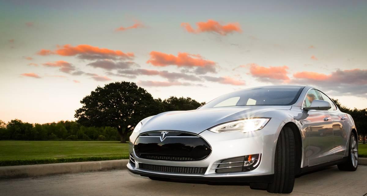 Tesla Model 3: анонсирован самый дешевый электрокар
