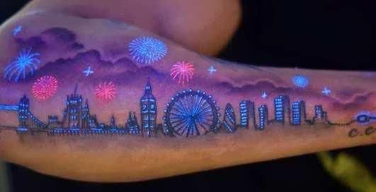 Свет во тьме: новый тренд на флуоресцентные тату