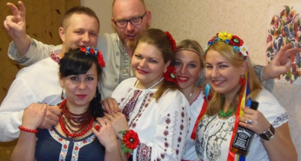 Хозяйка величайшей груди Украины надела вышиванку