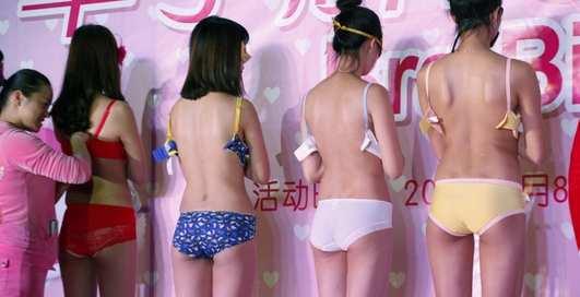 Расстегнуть лифчик за 14 секунд: самый необычный конкурс Китая