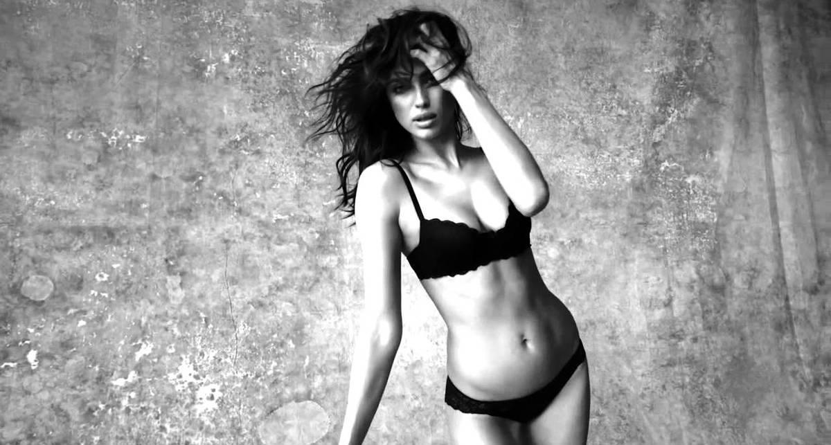Ирина Шейк снялась в новой эротической рекламе белья