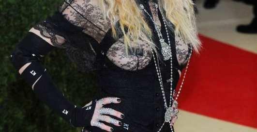 Откровенные наряды звезд на Met Gala 2016