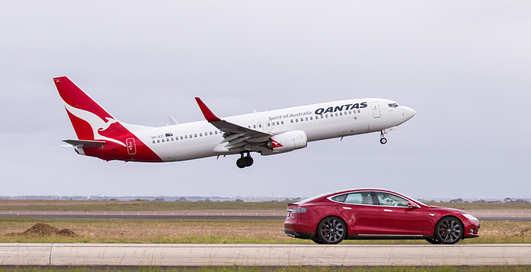 Boeing-737 против Tesla Model S: кто быстрее