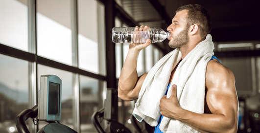Сколько воды пить до и после тренировки — ученые