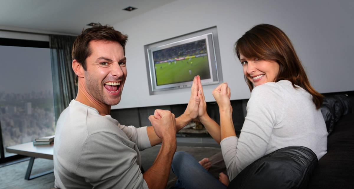 Евро 2016: как посмотреть футбол и понравиться девушке