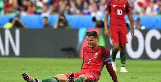Плаксы-футболисты: пять кадров с мужиками в слезах
