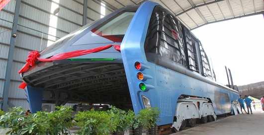 Создан китайский автобус, объезжающий пробки