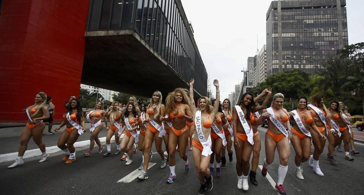 Мисс Бум-Бум 2016: конкурсантки учинили дорожный коллапс
