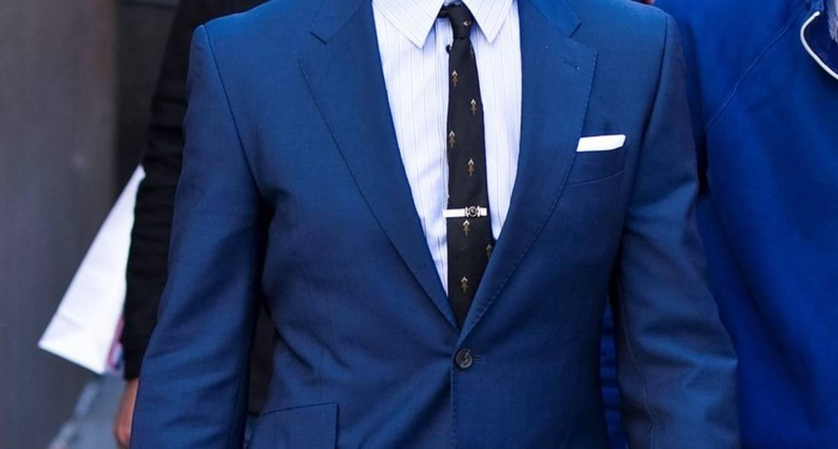 Почему в твоем гардеробе должен быть синий костюм