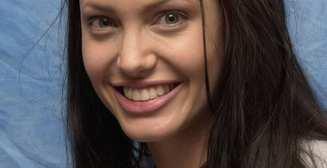 Страшная Джоли и Ко: 30 фото звезд до и после фотошопа