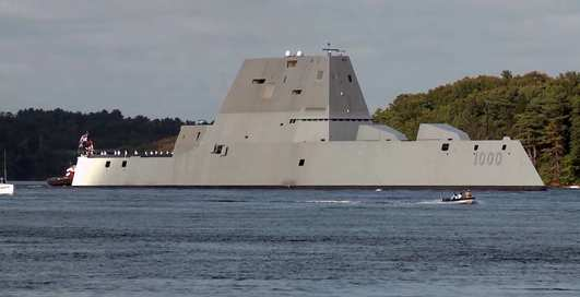 USS Zumwalt: 183-метровый эсминец вырвался на волю