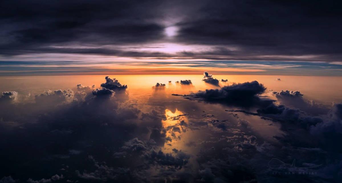 Как выглядят штормовые облака из кабины пилота