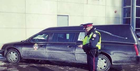 Труповозка и болид: самые яркие полицейские авто в мире