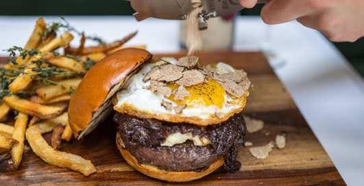 Проесть всю зарплату: 3 самых дорогих бургера в мире