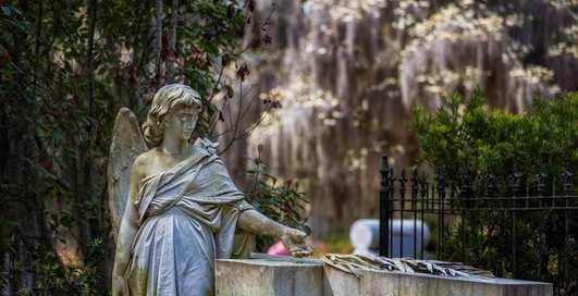 Красивая мертвечина: 10 кладбищ, по которым хочется гулять