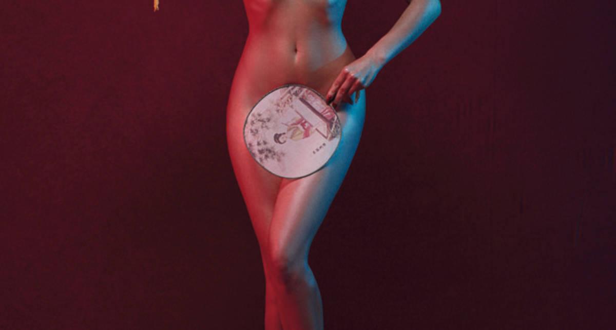Самая свежая эротическая фотосессия Даши Астафьевой