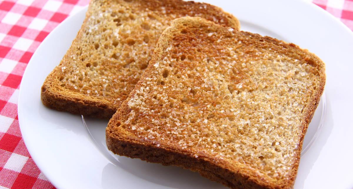 Как поджарить тосты к завтраку с помощью утюга