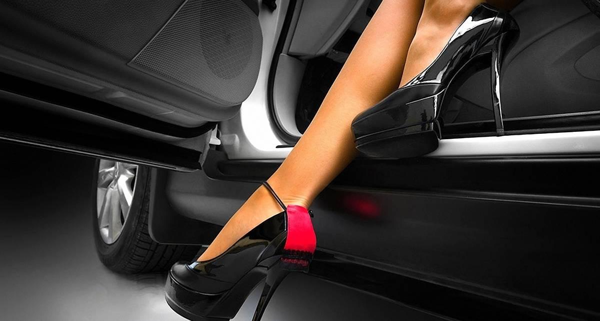 Опасно ли водить на каблуках