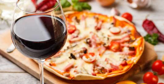 Каким вином запивать пиццу: мужские советы