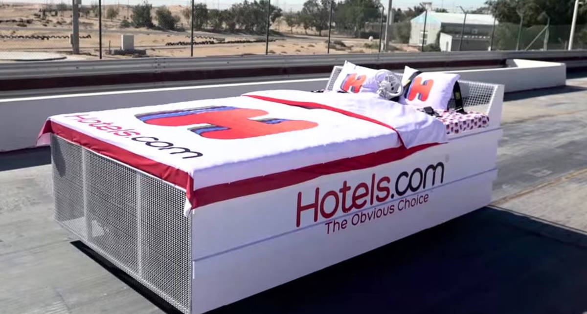 Улетный рекорд: кровать разогнали до 135 км/ч