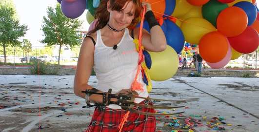Может ли связка воздушных шаров унести ребенка в небо