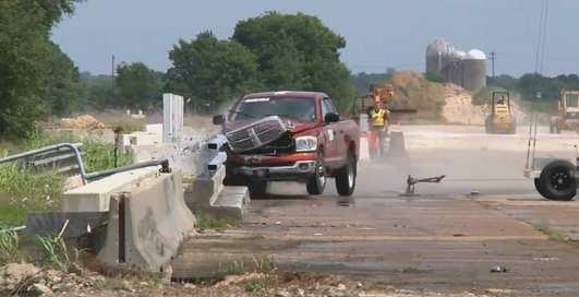 Удар на скорости 100 км/ч: жесткие испытания дорожных отбойников