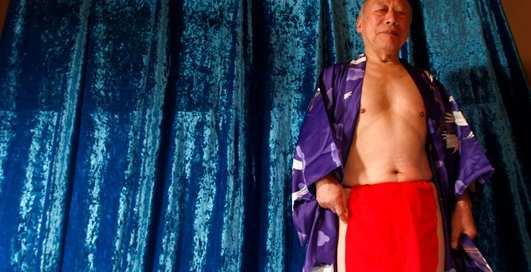 Дело в яйцах: 82-летний порноактер признался, в чем его секрет