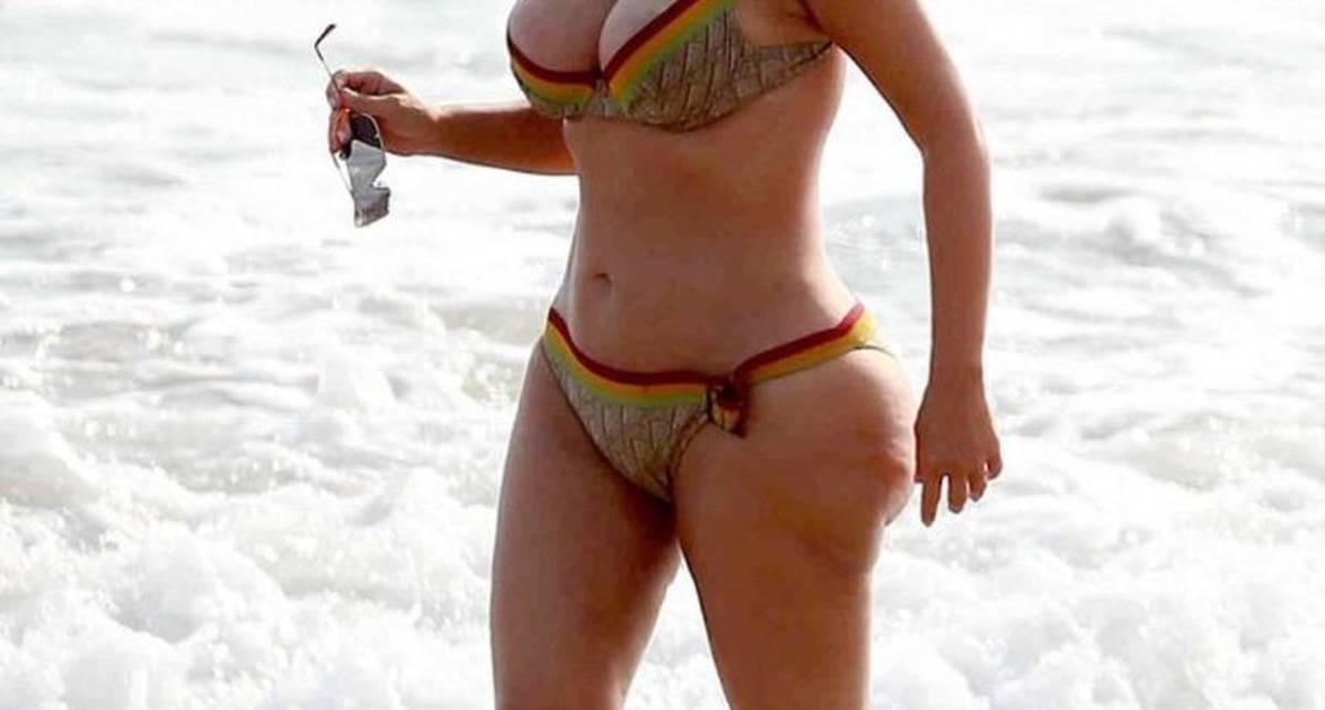 Попка в целлюлите: Ким Кардашян открыла купальный сезон
