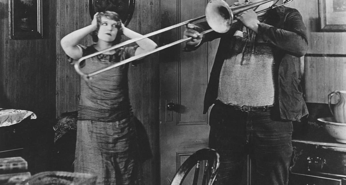 Может ли взрыв тромбона свалить дирижера со сцены