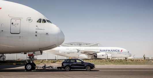 Рекорд Гиннесса: Porsche Cayenne отбуксировал 280-тонный Airbus A380
