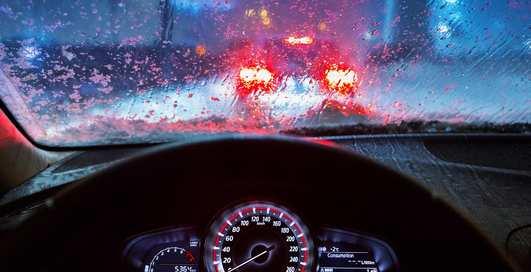 Останешься ли сухим, промчав под дождем в кабриолете