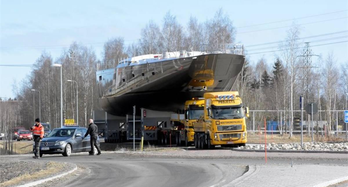 Pink Gin VI: эпичный ролик с перевозкой 169-тонной яхты