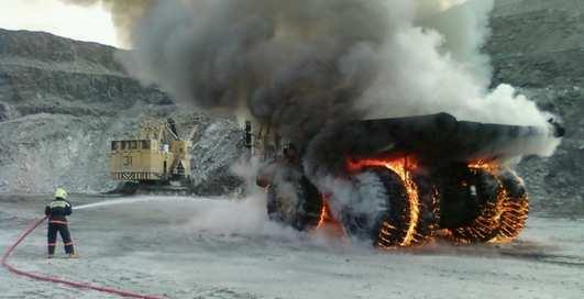 Эпичное видео о том, как взрываются колеса БелАЗа-75710