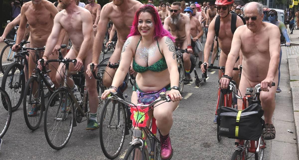World Naked Bike Ride 2017: голые велосипедисты на дорогах Лондона