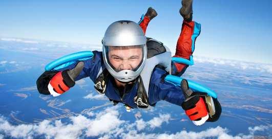 Может ли один парашютист догнать другого в воздухе