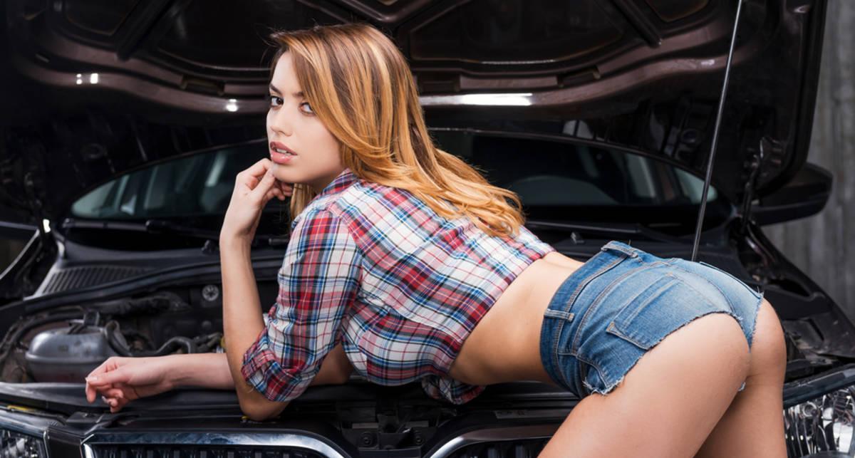 Как аккуратно помыть моторный отсек автомобиля
