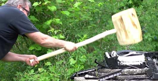 Устрой дестрой: деревянная кувалда VS убитый принтер