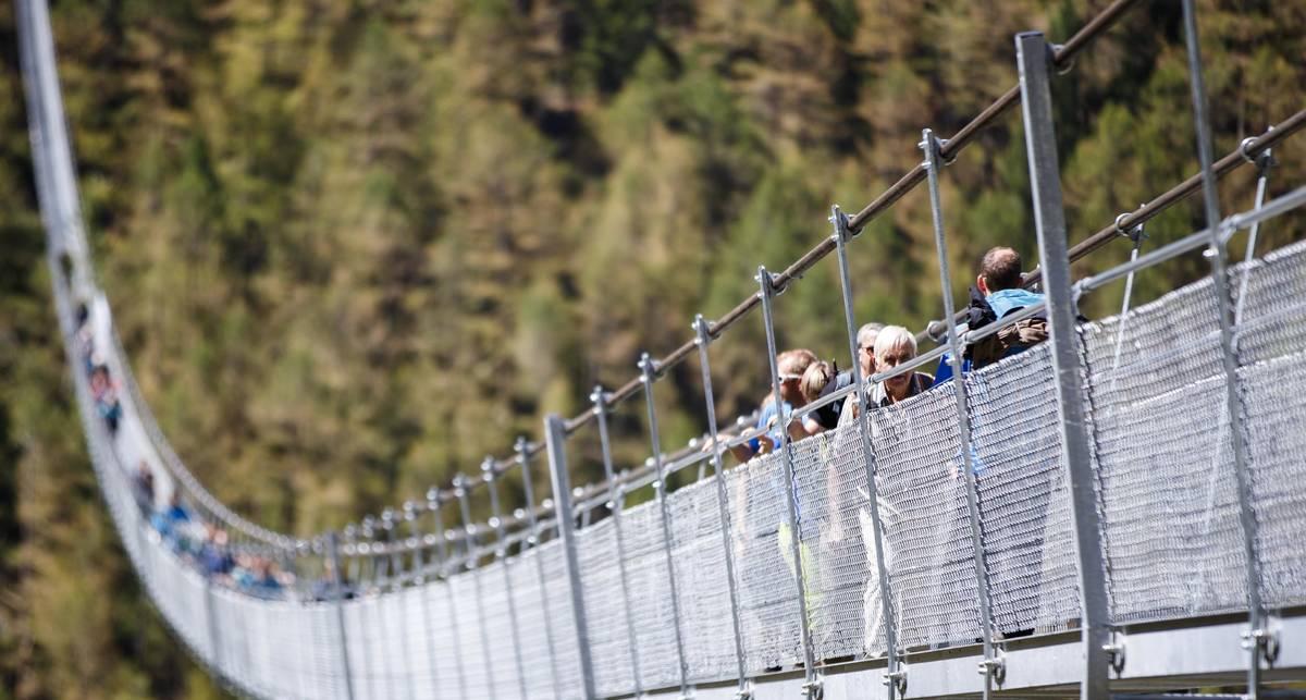 Марш-бросок на 494 метра: самый длинный пешеходный мост в мире