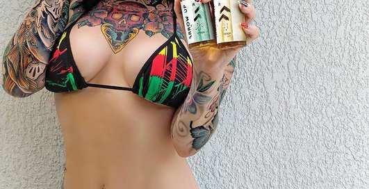 Красотка дня: татуированная фанатка вейпинга Пандора Блу