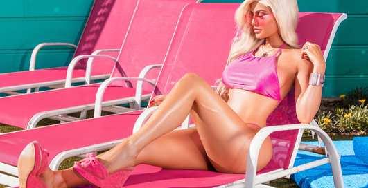 Розовый гламур: 20-летняя Кайли Дженнер заделалась в Барби