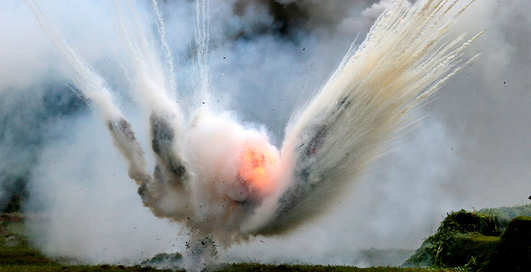Заденет ли взрывающаяся граната, если рядом упасть наземь