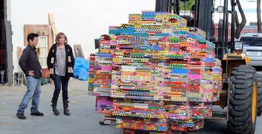Может ли один человек столкнуть с горы шар из 5 млн деталей LEGO