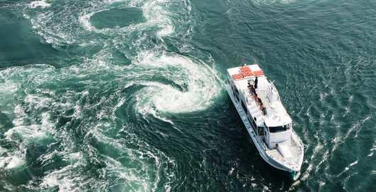 Сосущий миф: может ли водоворот втянуть в себя судно