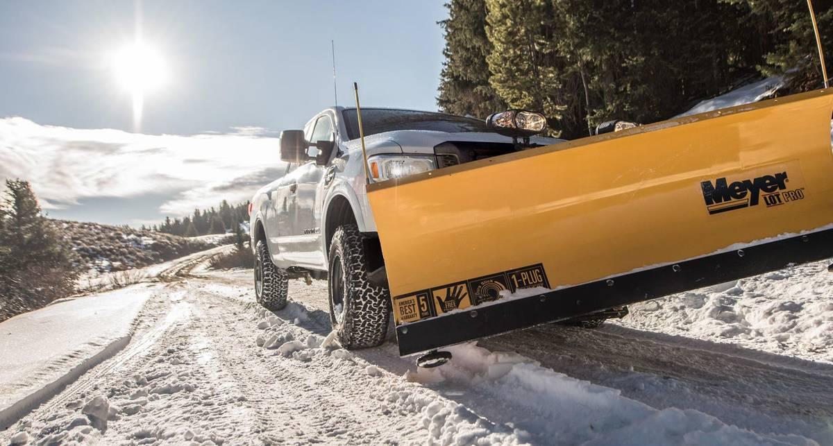 Может ли снегоочиститель на полном ходу снести с дороги машину