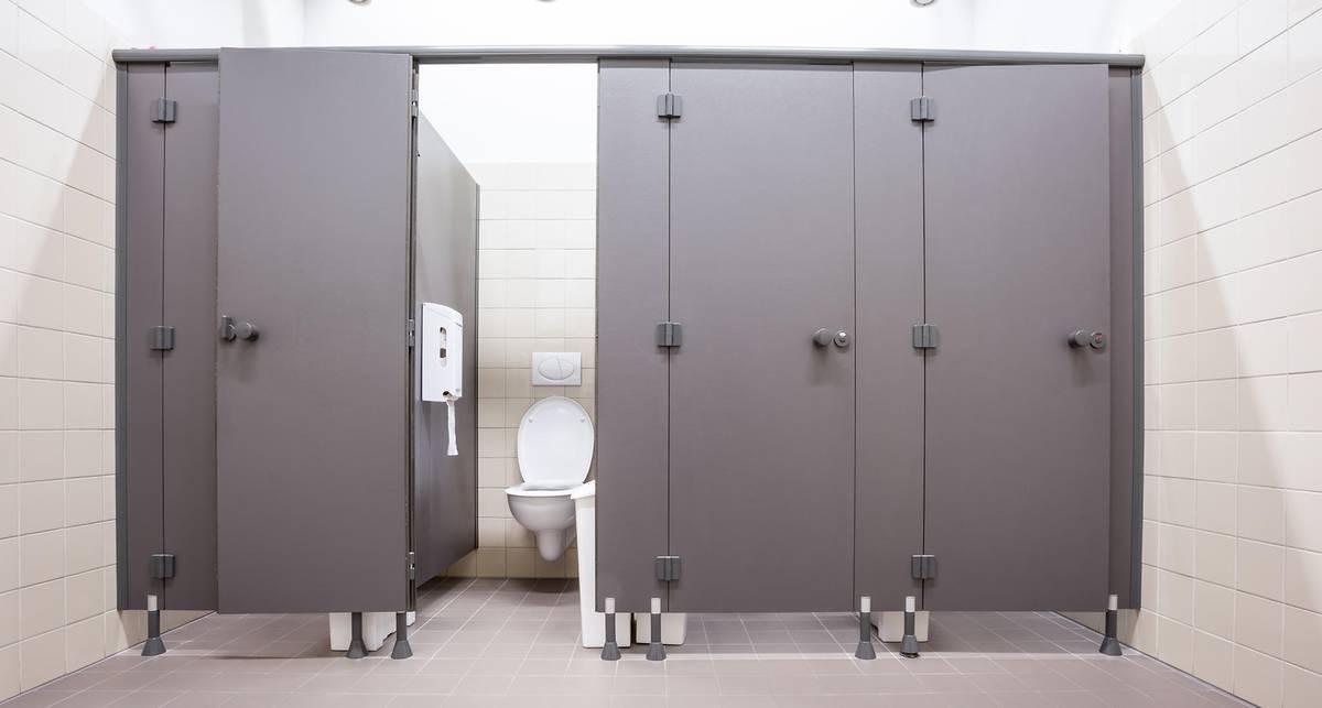 Там не садиться: какой унитаз в общественном туалете самый грязный
